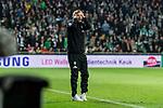 02.11.2019, wohninvest WESERSTADION, Bremen, GER, 1.FBL, Werder Bremen vs SC Freiburg<br /> <br /> DFL REGULATIONS PROHIBIT ANY USE OF PHOTOGRAPHS AS IMAGE SEQUENCES AND/OR QUASI-VIDEO.<br /> <br /> im Bild / picture shows<br /> Florian Kohfeldt (Trainer SV Werder Bremen) schlägt Hände über dem Kopf zusammen, kann eine Entscheidung nicht nachvollziehen, <br /> <br /> Foto © nordphoto / Ewert