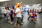 Amsterdam, 30 april 2011.Koninginnedag op en rond Amsterdam Centraal Station: feestvierders weer opweg naar huis..Foto Felix Kalkman