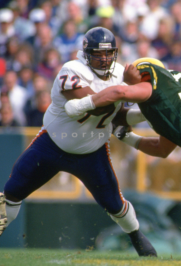 Chicago Bears Williams Perry 19) during a game from his career with the Chicago Bears. Williams Perry played for 10 season with 2 different teams.(SportPics)