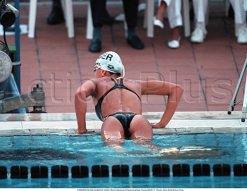 FRANZISCA VAN ALMSICK (GER), World Swimming Championships, Rome 940911. Photo: Glyn Kirk/Action Plus...1994.swim.swimmer swimmers.woman.watersports.watersport