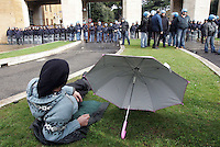 Studenti manifestano all'esterno dell'Universita' La Sapienza di Roma, 17 gennaio 2008, durante l'inaugurazione dell'anno accademico..Students demonstrate outside Rome's La Sapienza University, 18 january 2008, during the inauguration of the academic year.. UPDATE IMAGES PRESS/Riccardo De Luca