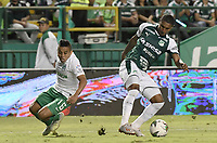 PALMIRA - COLOMBIA, 26-05-2019: Juan Camilo Angulo del Cali disputa el balón con Vladimir Hernandez de Nacional durante partido entre Deportivo Cali y Atlético Nacional por la fecha 4, cuadrangulares semifinales, de la Liga Águila I 2019 jugado en el estadio Deportivo Cali de la ciudad de Palmira. / Juan Camilo Angulo of Cali vies for the ball with Vladimir Hernandez of Nacional during match between Deportivo Cali and Atletico Nacional for the date 4, semifinal quadrangulars, as part Aguila League I 2019 played at Deportivo Cali stadium in Palmira city.  Photo: VizzorImage / Gabriel Aponte / Staff