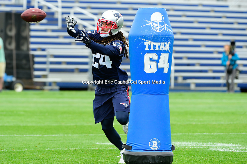 June 7, 2017: New England Patriots cornerback Stephon Gilmore (24) catches the ball at the New England Patriots mini camp held on the practice field at Gillette Stadium, in Foxborough, Massachusetts. Eric Canha/CSM