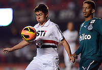 SAO PAULO SP, 05 Junho 2013 -  SAO PAULO X GOIAS -   Lance com Oswaldo    durante partida válida pela quarta rodada do campeonato brasileiro de 2013 no Estádio do Morumbi em São Paulo, nesta quarta , 06. (FOTO: ALAN MORICI / BRAZIL PHOTO PRESS).