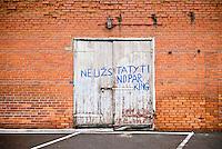Bilingual no parking sigh, Lithuania