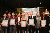 Die Innungsbesten mit Kreishandwerksmeister Ulrich Gehron, Walter Astheimer (Grüne, 1. Kreisbeigeordneter), Dr. Christof Riess (Hauptgeschäftsführer Handwerkskammer Frankfurt-Rhein-Main)