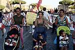 Corteo contro gli sgomberi a Roma