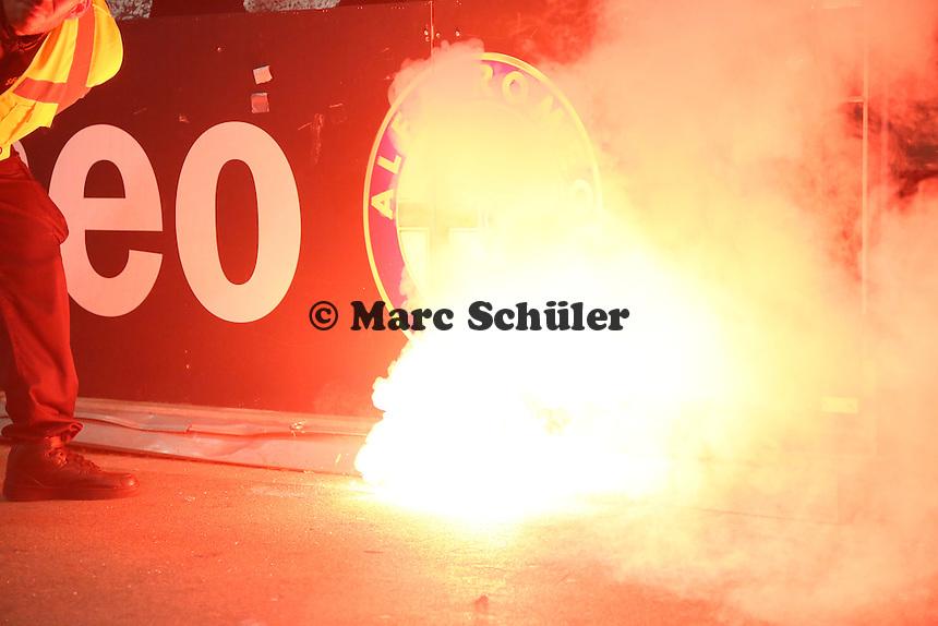 Eintracht Fans feiern das 1:1 mit Pyrotechnik - Eintracht Frankfurt vs. 1. FC Köln Commerzbank Arena