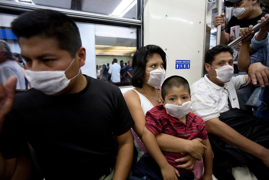 April 25, 2009 - Mexico City, Mexico - Residents of the Mexican capital wear surgical masks to protect themselves from the swine Flu in the metro. Photo credit: Benedicte Desrus / Sipa Press