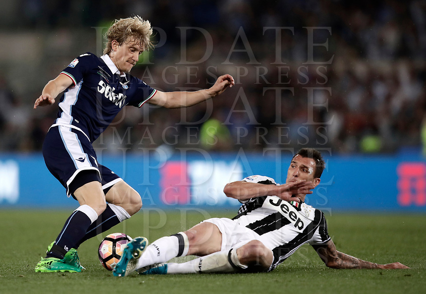 Calcio, Tim Cup: finale Juventus vs Lazio. Roma, stadio Olimpico, 17 maggio 2017.<br /> Lazio's Dusan Basta, left, is tackled by Juventus' Mario Mandzukic during the Italian Cup football final match between Juventus and Lazio at Rome's Olympic stadium, 17 May 2017.<br /> UPDATE IMAGES PRESS/Isabella Bonotto