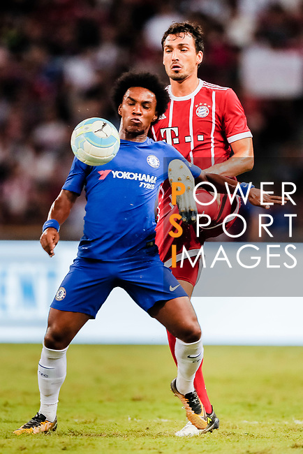 Bayern Munich Defender Mats Hummels (R) trips up with Chelsea Midfielder Willian da Silva (L) during the International Champions Cup match between Chelsea FC and FC Bayern Munich at National Stadium on July 25, 2017 in Singapore. Photo by Marcio Rodrigo Machado / Power Sport Images