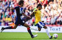 MIDDLESBROUGH, INGLATERRA, 20 JULHO 2012 - AMISTOSO INTERNACIONAL - BRASIL X GRA-BRETANHA - O jogador Neymar (D), da Seleção Brasileira, durante amistoso contra a Grã-Bretanha, no estádio Riverside, em Middlesbrough, na Inglaterra, no último jogo antes do início da Olimpíada. (FOTO: GUILHERME ALMEIDA / BRAZIL PHOTO PRESS).