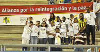 BARRANCABERMEJA -COLOMBIA, 07-11-2015:  Hinchas de Alianza Petrolera alientan a su equipo durante el encuentro contra el Deportes Tolima durante juego   por la fecha 19 de la Liga Aguila II 2015 disputado en el estadio Daniel Villa Zapata de la ciudad de Barrancabermeja./ Fans of Alianza Petrolera cheer their team  during match against  of Deportes Tolima during match for the date 19 of the Aguila League II 2015 played at Daniel Villa Zapata stadium in Barrancabermeja city. Photo:VizzorImage / Jose David Martinez / Cont