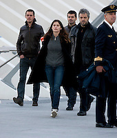 "Laetitia Casta handcuffed on "" Les Adorés "" movie set - menottée sur le tournage"