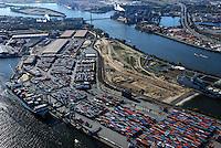Kohlenschiffhafen: EUROPA, DEUTSCHLAND, HAMBURG, (EUROPE, GERMANY), 20.10.2007: Hamburg, Hafen, Kohlenschiffhafen, Europakai, Toller Ort, Vulkanhafen, Koehlbrand, Bruecke, Container, Verladung, Erweiterung, Ausbau, HHLA,  Aufwind-Luftbilder, Luftbild, Luftaufname, Luftansicht.c o p y r i g h t : A U F W I N D - L U F T B I L D E R . de.G e r t r u d - B a e u m e r - S t i e g 1 0 2, .2 1 0 3 5 H a m b u r g , G e r m a n y.P h o n e + 4 9 (0) 1 7 1 - 6 8 6 6 0 6 9 .E m a i l H w e i 1 @ a o l . c o m.w w w . a u f w i n d - l u f t b i l d e r . d e.K o n t o : P o s t b a n k H a m b u r g .B l z : 2 0 0 1 0 0 2 0 .K o n t o : 5 8 3 6 5 7 2 0 9.C o p y r i g h t n u r f u e r j o u r n a l i s t i s c h Z w e c k e, keine P e r s o e n l i c h ke i t s r e c h t e v o r h a n d e n, V e r o e f f e n t l i c h u n g  n u r  m i t  H o n o r a r  n a c h M F M, N a m e n s n e n n u n g  u n d B e l e g e x e m p l a r !.