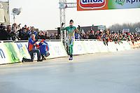SCHAATSEN: EMMEN: Grote Rietplas, KPN NK Marathon Natuurijs, 08-02-2012, winnaar Jorrit Bergsma, ©foto: Martin de Jong