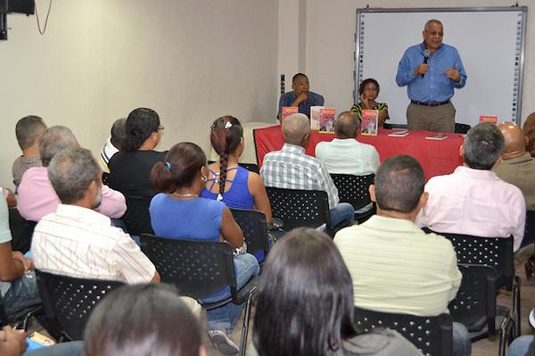 """Conversatorio del libro """"Dialéctica del capital y crisis del capitalismo"""" de Manuel Salazar..Foto: Ariel Díaz-Alejo/acento.com.do.Fecha: 23/02/2012."""