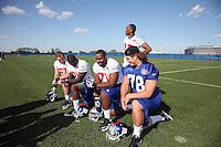 Gruppenfoto der Giants Draftpicks 2012: T Brandon Mosley (4'12), TE Adrien Robinson (2'12), T Matt McCants (6'12),WR Reuben Randle (2'12), DT Markus Kuhn (D, 7'12, Giants)
