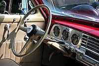 Painel de automóvel Dodge. Foto de Rogério Reis.