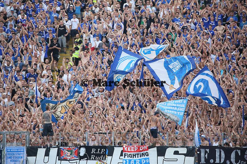 Fans des FC Schalke 04 - 27.08.2016: Eintracht Frankfurt vs. FC Schalke 04, Commerzbank Arena