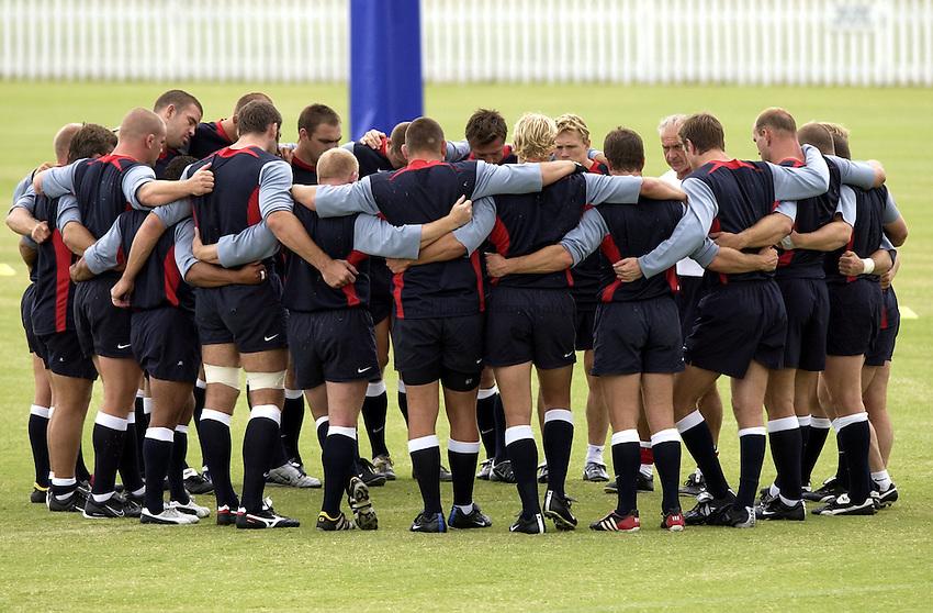 Photo: Richard Lane..England training at the Brisbane Grammer School, Brisbane. RWC 2003. 08/11/2003..The England team.