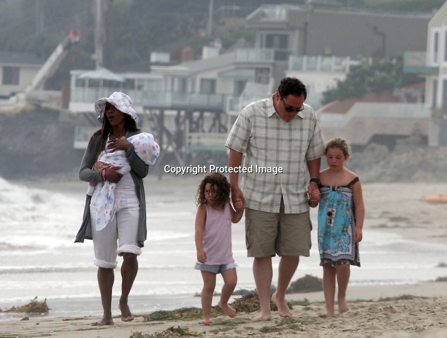 .September 5th 2010 exclusive ..Jon Favreau walking on the beach in Malibu with his kids ..AbilityFilms@yahoo.com.805-427-3519.www.AbilityFilms.com.