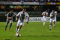 ATENÇÃO EDITOR: FOTO EMBARGADA PARA VEÍCULOS INTERNACIONAIS - SÃO PAULO, SP, 28 DE NOVEMBRO DE 2012 - COPA SULAMERICANA - SÃO PAULO x UNIVERSIDAD CATÓLICA: Lucas durante partida São Paulo x Universidad Católica, válida pela semifinal da Copa Sulamericana no Estádio do Morumbi em São Paulo. FOTO: LEVI BIANCO - BRAZIL PHOTO PRESS