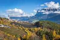 Italy, Alto Adige-Trentino (South Tyrol), Renon: view across Auna di Sotto into the Dolomites with snowcapped Sciliar (2.563 m)   Italien, Suedtirol, Alto Adige-Trentino, auf dem Ritten: Blick ueber Unterinn am Ritten in die Dolomiten, rechts der schneebedeckte Schlern (2.563 m)
