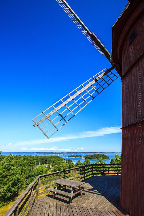 Utö väderkvarns vinge med Mysingen i Stockholms skärgård