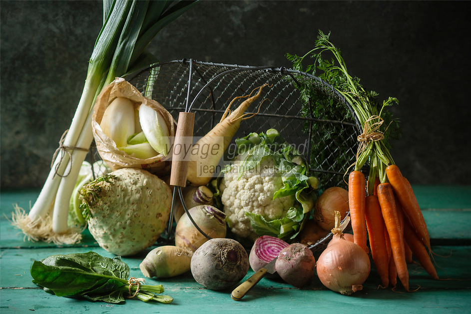 Légumes d'Hiver biologiques : Epinards, Poireaux, Oignons, Betteraves, Panais, Endives, Carottes, Chou-Fleur, Rutabaga //  Organic Winter vegetables: Spinach, Leeks, Onions, Beets, Parsnips, Endive, Carrots, Cauliflower, Rutabaga