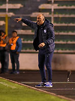 LA PAZ - BOLIVIA, 05-04-2018: Vinicius Eutropio técnico del Bolívar de Bolivia gesticula durante partido contra Atlético Nacional de Colombia por la fecha 3, Grupo B, de la Copa CONMEBOL Libertadores 2018  jugado en el estadio Hernando Siles de la Ciudad de La Paz. / Vinicius Eutropio coach of Bolívar of  Bolivia gestures during match against Atletico Nacional of Colombia for the date 3, Group B, of the Copa CONMEBOL Libertadores 2018 played at Hernando Siles stadium in La Paz city. Photo: APG / VizzorImage / Daniel Miranda