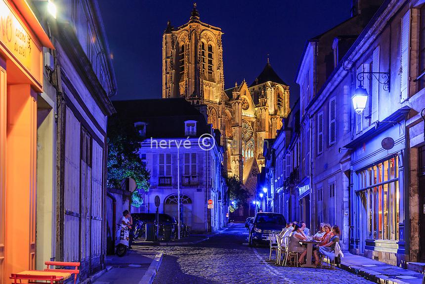 France, Cher (18), Bourges, la cathédrale Saint-Étienne et la rue Porte Jaune durant les Nuits Lumières // France, Cher, Bourges, Saint Etienne cathedral, listed as World Heritage by UNESCO, Porte Jaune street during the Nuits Lumières