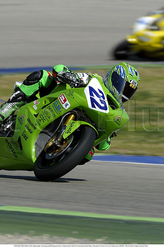 STEFANO CRUCIANI (ITA), Kawasaki, during qualifying practice, Supersport World Championship Race, Ricardo Tormo Circuit, Valencia, 030301. Photo:Neil Tingle/Action Plus ...2003  .man men superbikes motorcycle motorcycles bike bikes.     . ...  ..