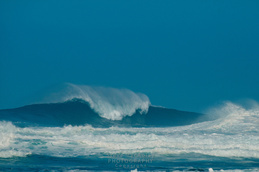 Huge cresting waves at Ke'e Beach, North Shore, Hauai, Hawaii