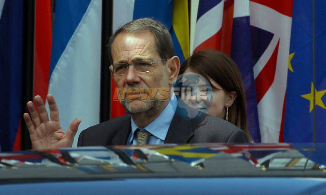EU Foreign Policy Chief ,spanish Javier Solana (L) gestures prior the Informal Foreign minister Council in Tullamore (Ireland) 16 april 2004. AFP PHOTO FRAN CAFFREY/NEWSFILES