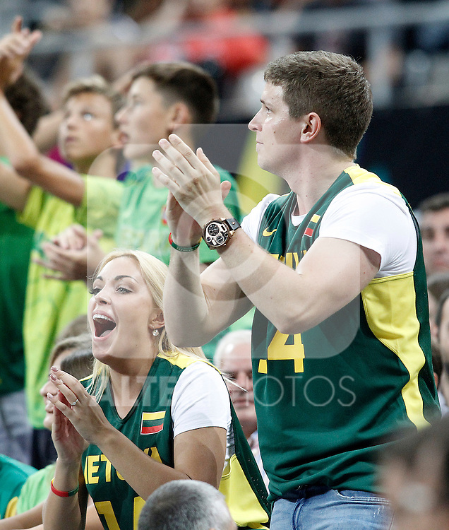 Lithuania's supporters celebrate during 2014 FIBA Basketball World Cup Quarter-Finals match.September 9,2014.(ALTERPHOTOS/Acero)