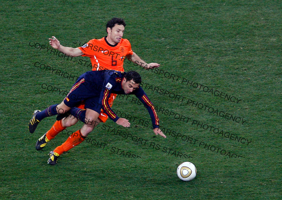 Xavi is fouled by Mark Van Bommel 2010 FIFA World Cup - Johannesburg, South Africa, Sunday, July, 11, 2010. Final match, Netherlands vs Spain, Soccer City Stadium (credit & photo: Pedja Milosavljevic / +381 64 1260 959 / thepedja@gmail.com / STARSPORT )