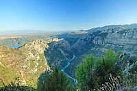 France, Var (83), parc naturel régional du Verdon, Gorges du Verdon, vue panoramique sur le verdon depuis le col d'Illoire sur la route de la Corniche Sublime // France, Alpes de Haute Provence, Parc Naturel Regional du Verdon (Natural Regional Park of Verdon), panoramic view on the Gorges of the Verdon river, from the Illoire pass