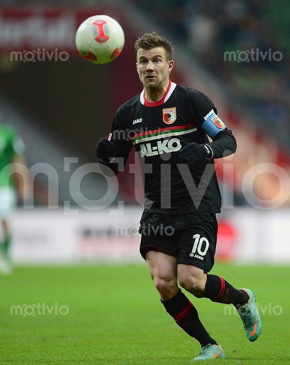 FUSSBALL   1. BUNDESLIGA   SAISON 2012/2013    24. SPIELTAG SV Werder Bremen - FC Augsburg                           02.03.2013 Daniel Baier (FC Augsburg) Einzelaktion am Ball