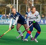 AMSTELVEEN - Laurien Leurink (SCHC) met Daphne van der Vaart (Pinoke) tijdens de competitie hoofdklasse hockeywedstrijd dames, Pinoke-SCHC (1-8) . COPYRIGHT KOEN SUYK