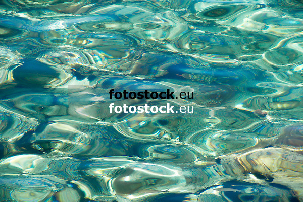 superficie de agua<br /> water surface<br /> Wasseroberfl&auml;che