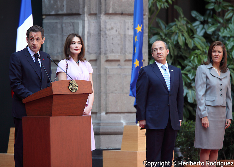 French President Nicolas Sarkozy (L) addresses a speech while his wife Carla Bruni, Mexican President Felipe Calderon and wife Margarita Zavala (R) look on during the official reception at the National Palace in Mexico City, March 9, 2009. President Sarkozy is in an official visit to Mexico. Photo by Heriberto Rodriguez