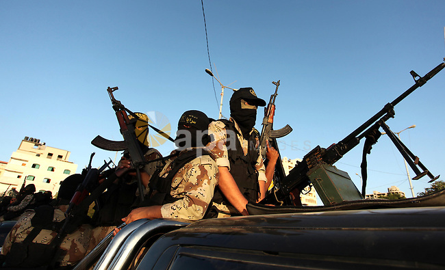 Palestinian Islamic Jihad militants hold their weapons during a military parade marking the 29 anniversary of their group in Gaza October 19, 2016. Photo by Ashraf Amra