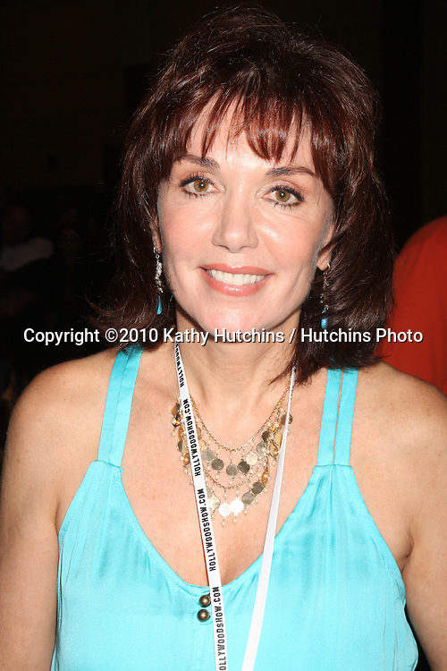 LOS ANGELES - JUL 24:  Stepfanie Kramer at the Hollywood Show  at Mariott Hotel on July24, 2010 in Burbank, CA ....