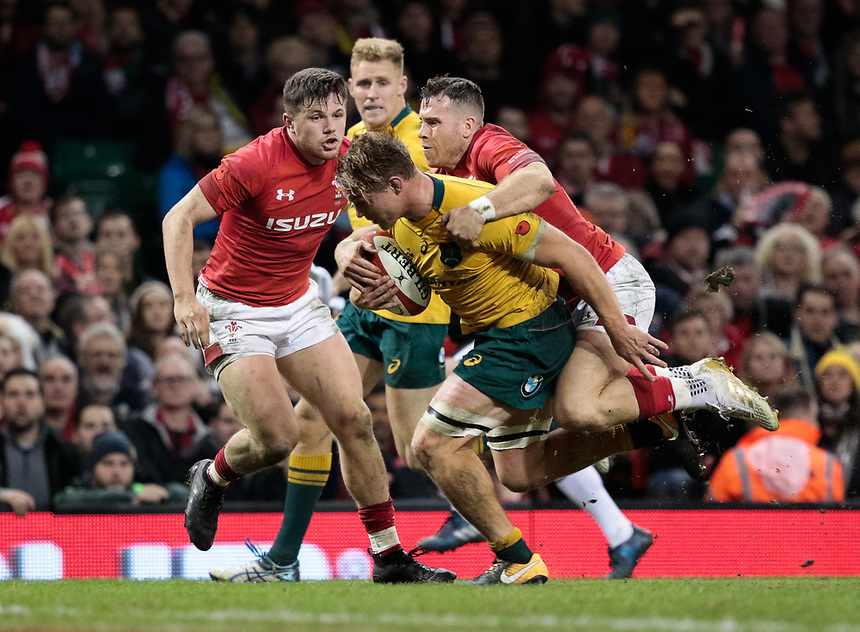 Australia's Michael Hooper scores his sides third try despite pressure from Wales' Gareth Davies<br /> <br /> Photographer Simon King/CameraSport<br /> <br /> International Rugby Union - 2017 Under Armour Series Autumn Internationals - Wales v Australia - Saturday 11th November 2017 - Principality Stadium - Cardiff<br /> <br /> World Copyright &copy; 2017 CameraSport. All rights reserved. 43 Linden Ave. Countesthorpe. Leicester. England. LE8 5PG - Tel: +44 (0) 116 277 4147 - admin@camerasport.com - www.camerasport.com