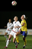 Lindsay Tarpley (L) vies with Sara Thunebro (R) at the VRS Antonio Stadium in VRS Antonio, March 12, 2007, during the Algarve Women´s Cup soccer match between USA and Sweden. USA won 3-2.