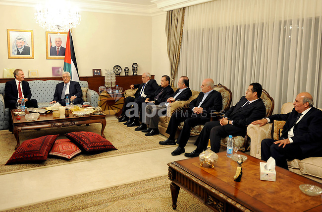 Palestinian Mahmoud Abbas meets with the Quartet envoy to the Middle East, Tony Blair in Jordanian capital of Amman on Sep. 14,2011. Photo by Thaer Ganaim
