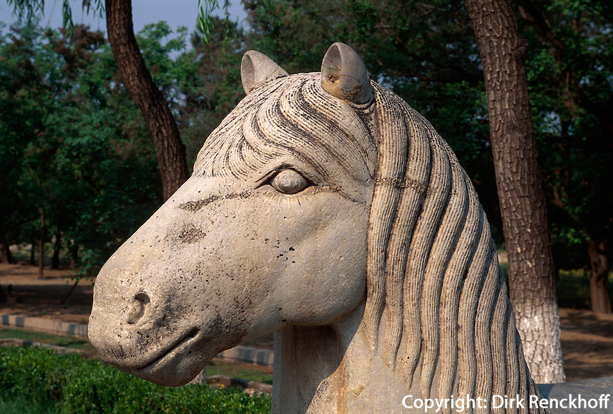 Pferd auf der Geisterallee, Minggräber (Ming Ling), Peking (Beijing), China, Unesco-Weltkulturerbe