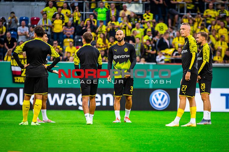09.08.2019, Merkur Spiel-Arena, Düsseldorf, GER, DFB Pokal, 1. Hauptrunde, KFC Uerdingen vs Borussia Dortmund , DFB REGULATIONS PROHIBIT ANY USE OF PHOTOGRAPHS AS IMAGE SEQUENCES AND/OR QUASI-VIDEO<br /> <br /> im Bild   picture shows:<br /> die Reservisten des BVB waermen sich auf, (vl) Mahmoud Dahoud (Borussia Dortmund #8), Oemer Toprak (Borussia Dortmund #36), Marius Wolf (Borussia Dortmund #27) und Marcel Schmelzer (Borussia Dortmund #29), <br /> <br /> Foto © nordphoto / Rauch