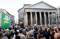 Il segretario del Partito Democratico Pierluigi Bersani interviene alla manifestazione al Pantheon, , Roma, 5 aprile 2011, contro la votazione sul conflitto di attribuzione sul caso Ruby e la legge sulla prescrizione breve, in discussione alla Camera dei Deputati..UPDATE IMAGES PRESS/Riccardo De Luca